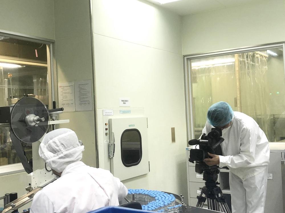 Cuộc chiến mang tên Vaccine: Nóng từ hiện trường đến những thước phim - ảnh 8