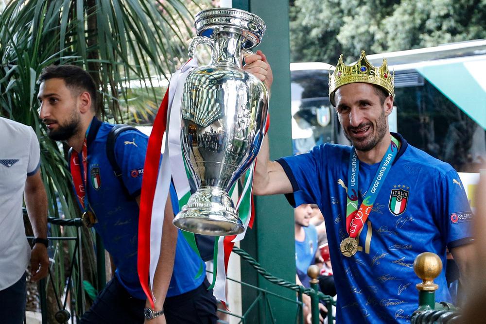 Chùm ảnh: Lễ ăn mừng hoành tráng của ĐT Italia tại Rome - Ảnh 2.