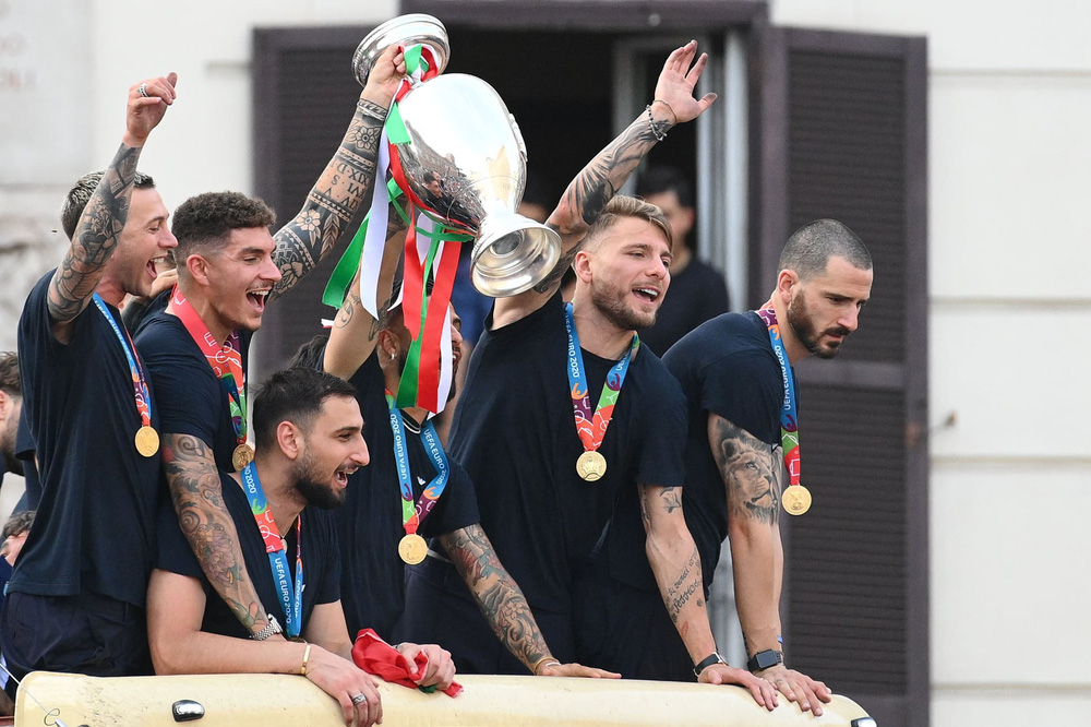 Chùm ảnh: Lễ ăn mừng hoành tráng của ĐT Italia tại Rome - Ảnh 14.