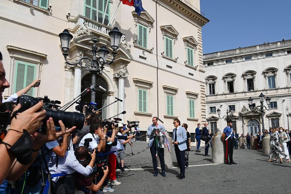 Chùm ảnh: Lễ ăn mừng hoành tráng của ĐT Italia tại Rome - Ảnh 5.