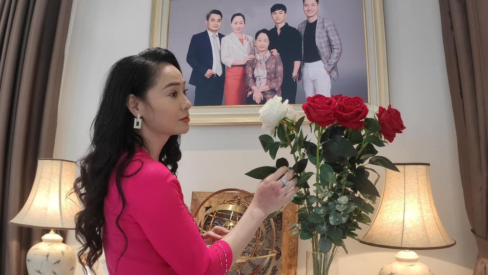 Hương vị tình thân: Bị ném đá trên phim nhưng bà Xuân cực đáng yêu ở hậu trường - Ảnh 4.