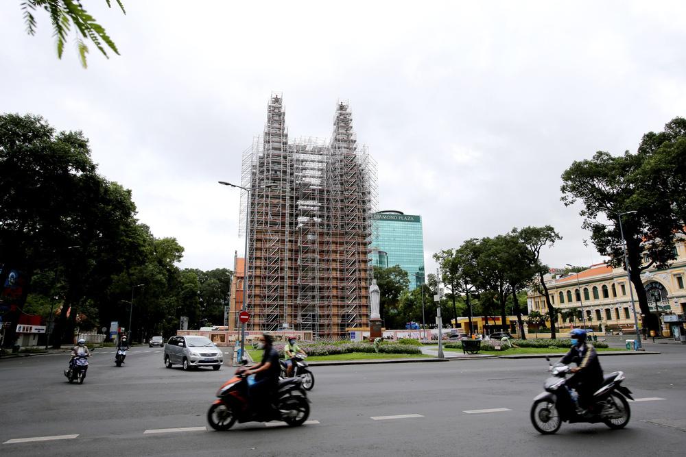 TP Hồ Chí Minh đường thông, hè thoáng ngày đầu giãn cách xã hội - Ảnh 8.