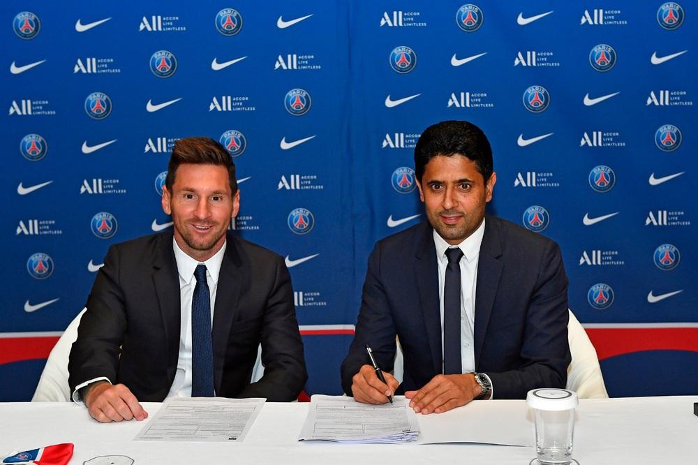 CHÙM ẢNH: Lionel Messi đến PSG ký hợp và ra mắt đội bóng mới  - Ảnh 6.