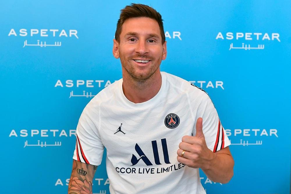 CHÙM ẢNH: Lionel Messi đến PSG ký hợp và ra mắt đội bóng mới  - Ảnh 5.