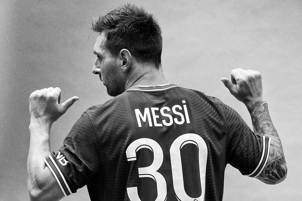 CHÙM ẢNH: Lionel Messi đến PSG ký hợp và ra mắt đội bóng mới  - Ảnh 12.