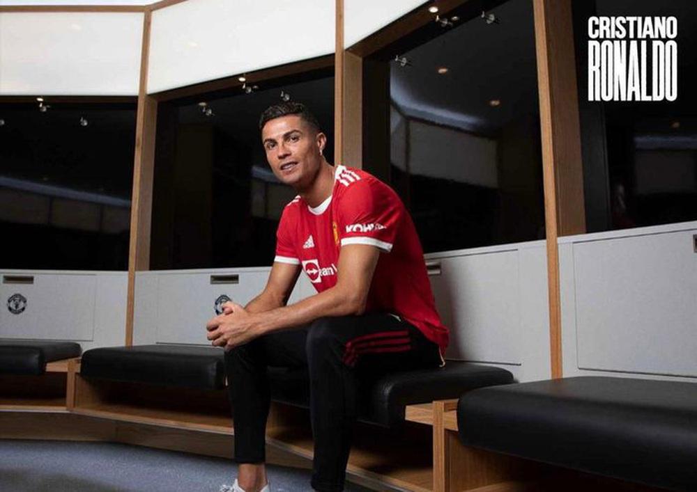 Chùm ảnh: Cristiano Ronaldo trở lại sân Old Trafford - Ảnh 1.