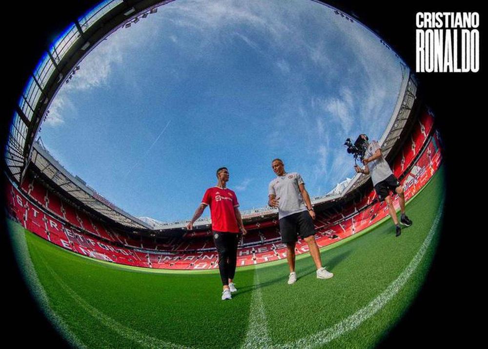 Chùm ảnh: Cristiano Ronaldo trở lại sân Old Trafford - Ảnh 12.