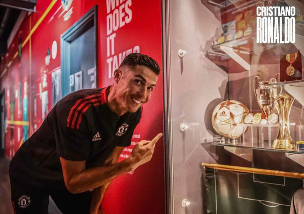 Chùm ảnh: Cristiano Ronaldo trở lại sân Old Trafford - Ảnh 3.