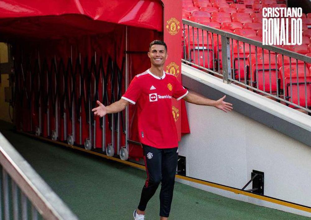 Chùm ảnh: Cristiano Ronaldo trở lại sân Old Trafford - Ảnh 4.
