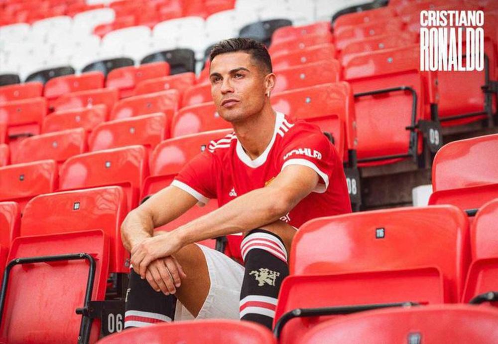 Chùm ảnh: Cristiano Ronaldo trở lại sân Old Trafford - Ảnh 7.