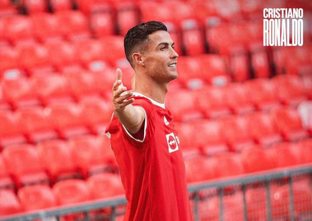Chùm ảnh: Cristiano Ronaldo trở lại sân Old Trafford - Ảnh 9.