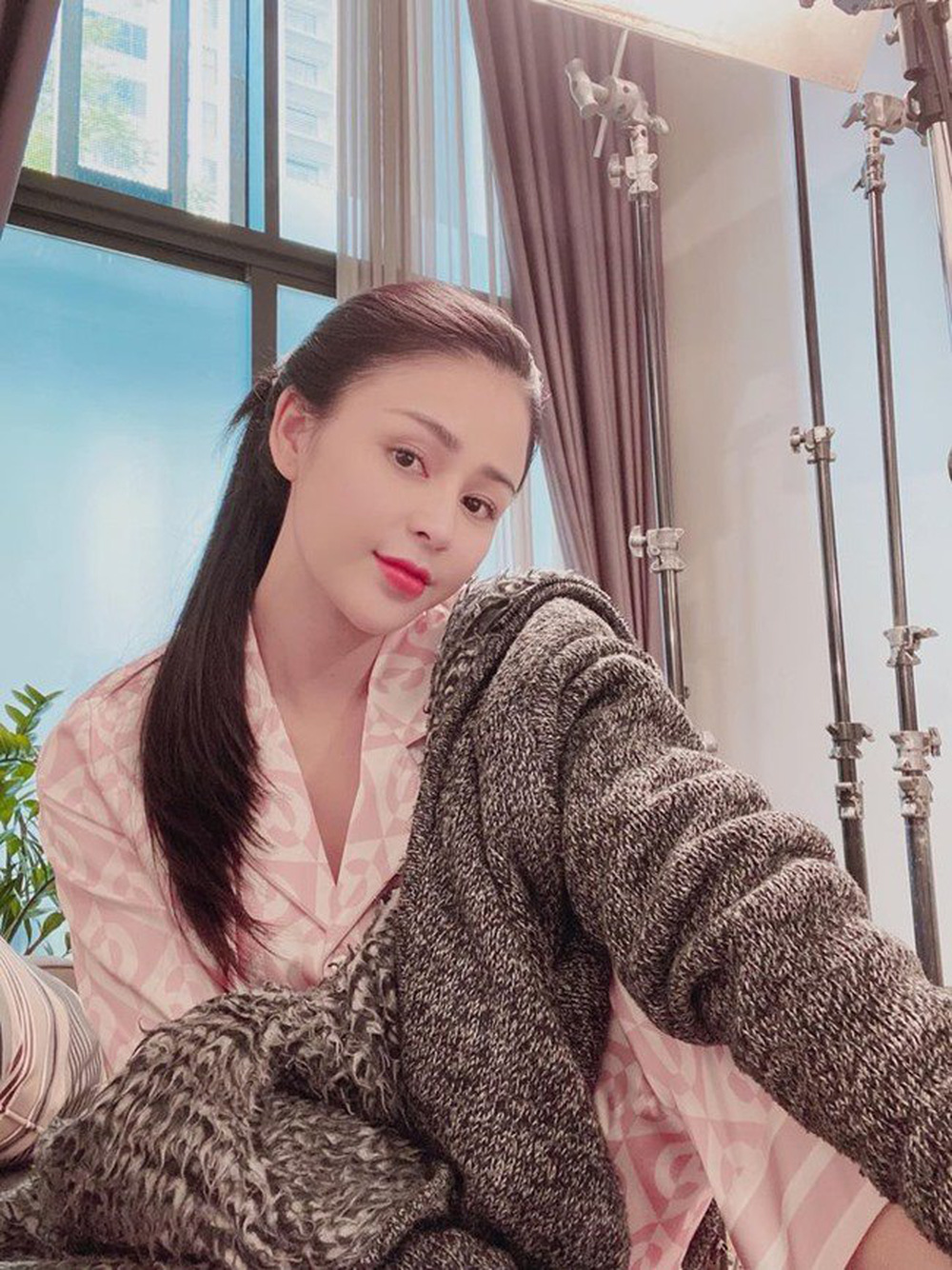 Thời trang đồ ngủ trên phim của Phương Oanh, Hồng Diễm cùng các nữ diễn viên - ảnh 8