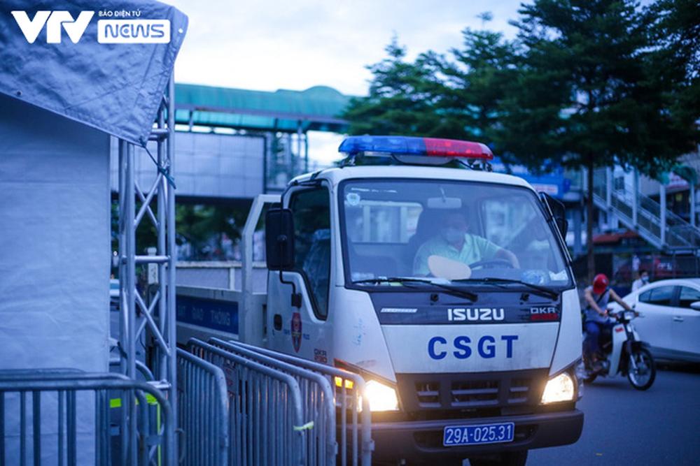 Lực lượng chức năng Hà Nội gỡ bỏ chốt kiểm soát ở 19 quận, huyện thuộc Vùng 1 - ảnh 7
