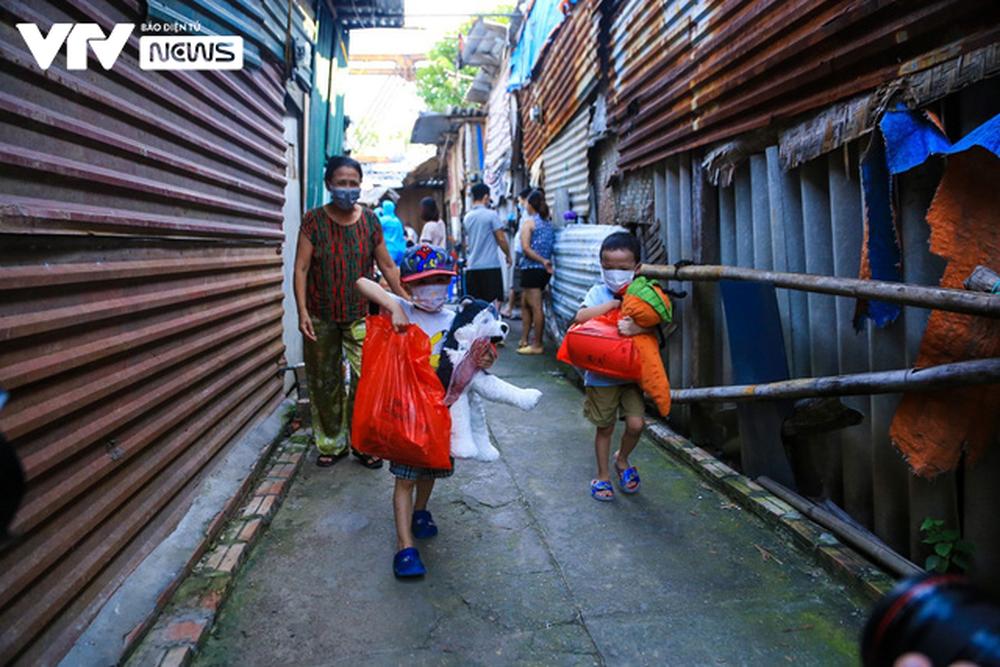 Mang Trung thu đến xóm cửu vạn Long Biên - ảnh 8
