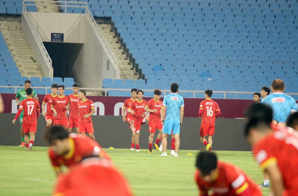ĐT Việt Nam tập trên sân Mỹ Đình, sẵn sàng cho trận gặp ĐT Australia - Ảnh 1.