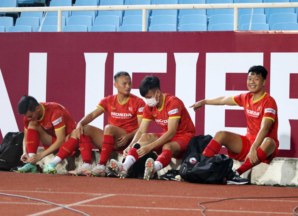 ĐT Việt Nam tập trên sân Mỹ Đình, sẵn sàng cho trận gặp ĐT Australia - Ảnh 2.