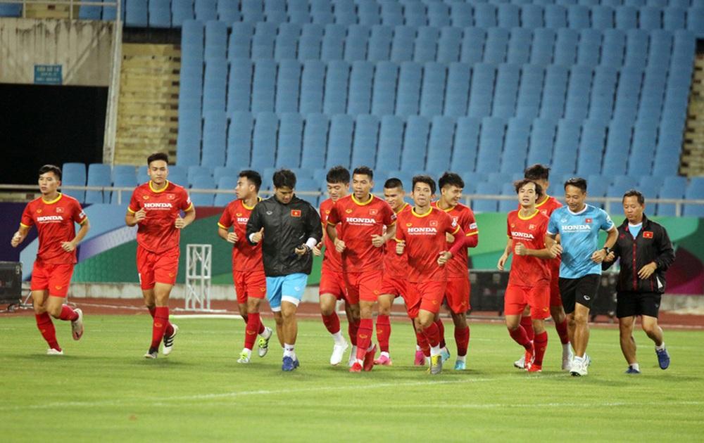 ĐT Việt Nam tập trên sân Mỹ Đình, sẵn sàng cho trận gặp ĐT Australia - Ảnh 3.