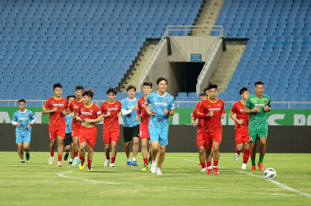 ĐT Việt Nam tập trên sân Mỹ Đình, sẵn sàng cho trận gặp ĐT Australia - Ảnh 4.