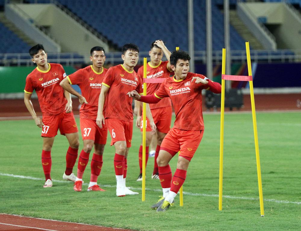 ĐT Việt Nam tập trên sân Mỹ Đình, sẵn sàng cho trận gặp ĐT Australia - Ảnh 5.