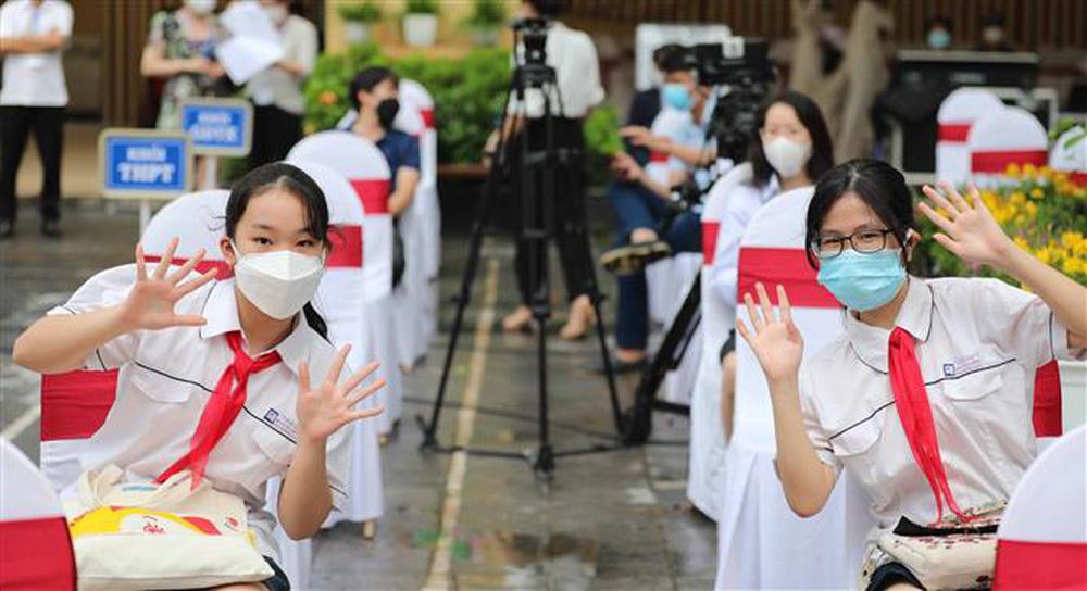 Ảnh: Lễ khai giảng năm học mới đặc biệt ở Hà Nội - Ảnh 5.