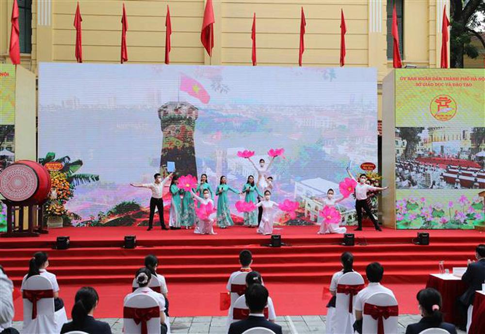 Ảnh: Lễ khai giảng năm học mới đặc biệt ở Hà Nội - Ảnh 12.