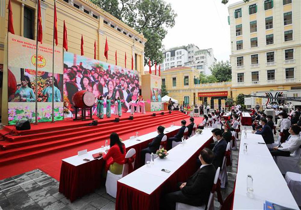Ảnh: Lễ khai giảng năm học mới đặc biệt ở Hà Nội - Ảnh 10.
