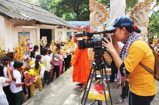 Camera nữ  Đài PT-TH Tây Ninh ở một lễ hội người Khmer