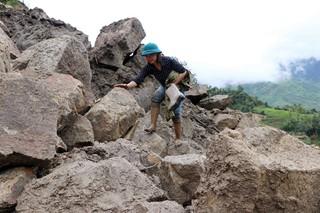 Phóng viên Đài PT-TH Lai Châu đi vào tâm lũ Vàng Ma Chải