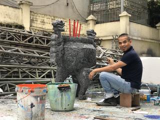 Người họa sỹ chế tác đạo cụ