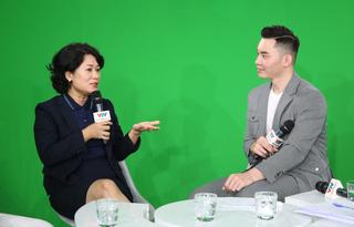Nhà báo Thu Hà - chia sẻ trong buổi GLTT với Ban giám khảo Liên hoan truyền hình toàn quốc lần thứ 40