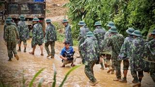 Vào hiện trường tìm người dân bị vùi lấp tại Trà Leng