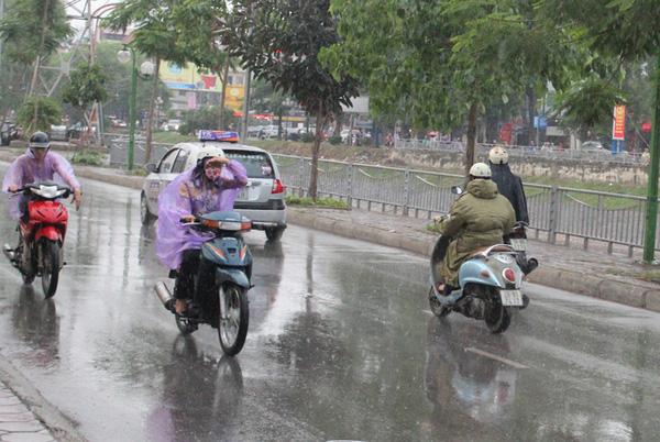 Không khí lạnh về, Bắc Bộ hết nắng nóng, đề phòng mưa dông