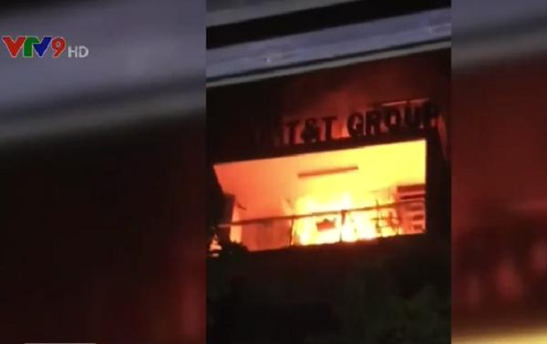 Cháy nhà 7 tầng giữa trung tâm TP.HCM - ảnh 1
