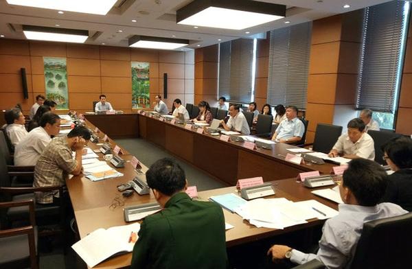 Quốc hội thảo luận về việc nên hay không nên thống nhất 1 đầu mối quản lý nợ công