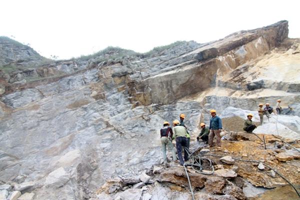 Tây Ninh: Nổ mìn khai thác đá núi Bà Đen gây chết người