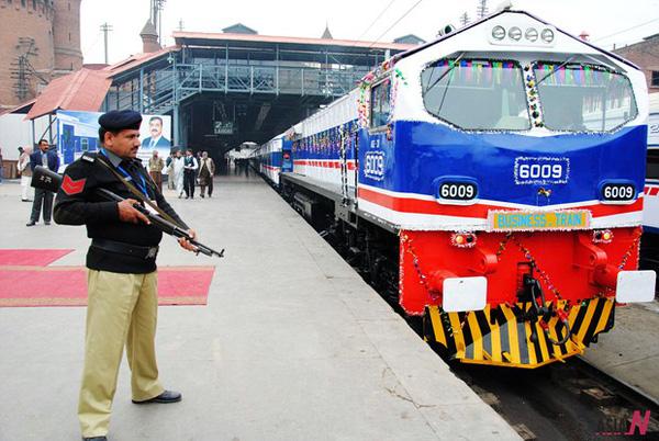 Dịch vụ tàu điện đầu tiên tại Pakistan - ảnh 1