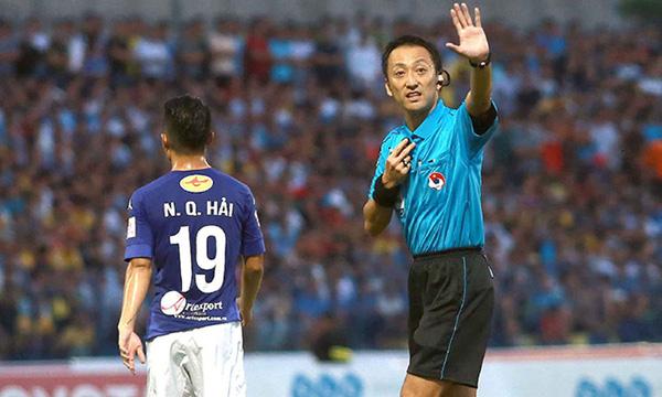 """Trong tài """"rút thẻ đỏ nhanh nhất thế giới"""" cầm còi trận ĐT Việt Nam gặp ĐT UAE"""