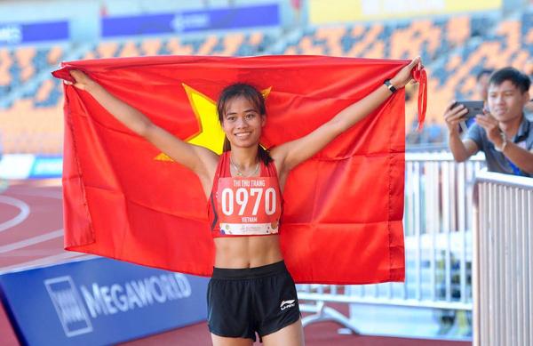 SEA Games 30: Phạm Thị Thu Trang giành HCV nội dung đi bộ 10000m