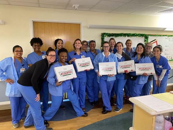 Krispy Kreme tặng bánh donut cho các chuyên gia y tế   VTV.VN