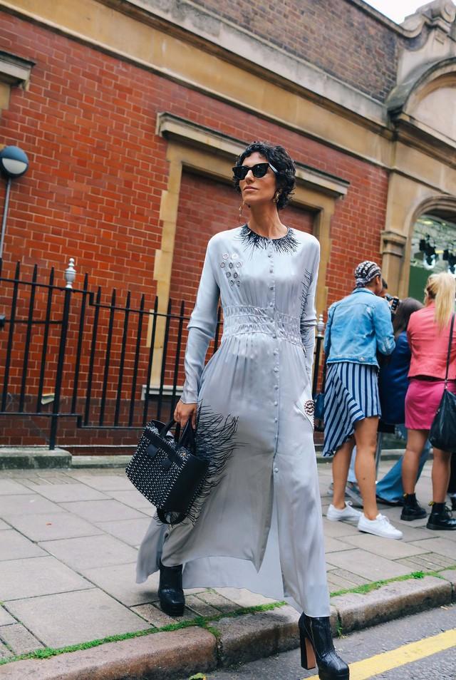 Tăm tia thời trang đường phố London cực chất và cá tính - Ảnh 2.