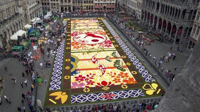 Choáng ngợp với 600.000 bông hoa tạo nên thảm hoa khổng lồ ở Bỉ - Ảnh 1.