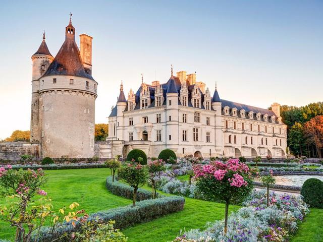 Những lâu đài có kiến trúc đẹp như trong truyện cổ tích - Ảnh 2.
