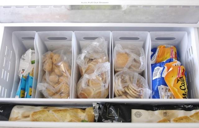 10 cách sắp xếp đồ trong tủ lạnh hợp lý nhất - Ảnh 2.