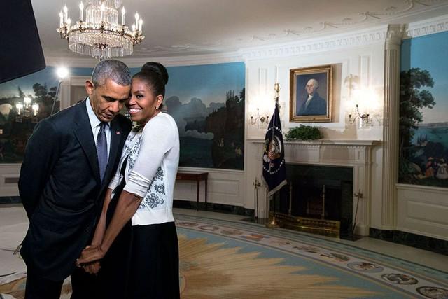 Chuyện tình ngọt ngào của Tổng thống Obama qua ảnh - Ảnh 29.