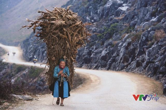 Những khoảnh khắc đầy cảm xúc trong triển lãm ảnh Nụ cười Việt Nam - Ảnh 3.