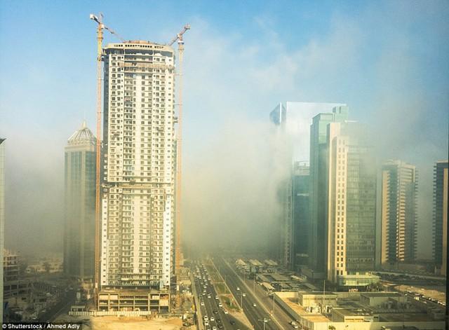 """Hình ảnh sương mù """"nuốt chửng"""" những tòa nhà chọc trời trên thế giới - Ảnh 11."""
