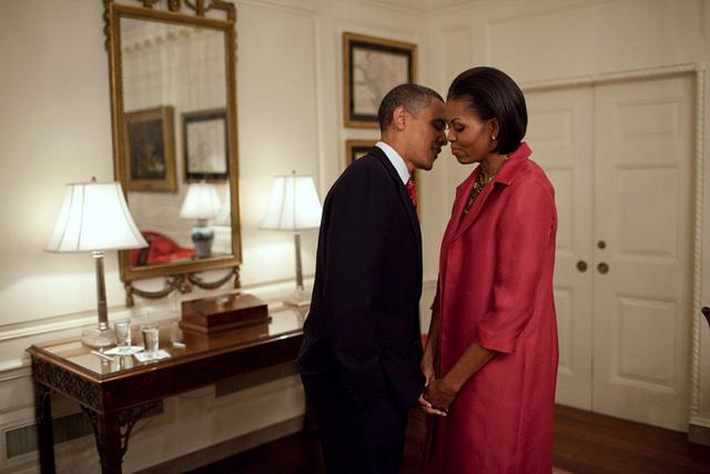 Chuyện tình ngọt ngào của Tổng thống Obama qua ảnh - Ảnh 16.