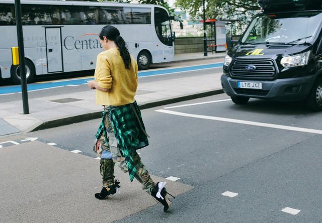 Tăm tia thời trang đường phố London cực chất và cá tính - Ảnh 17.