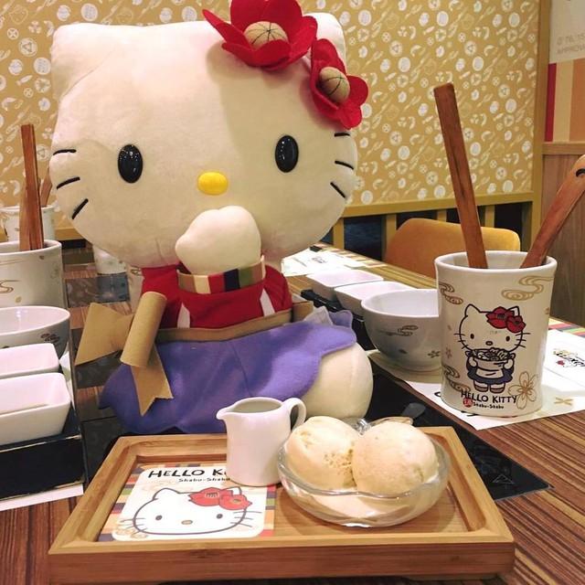 Khám phá nhà hàng Hello Kitty siêu dễ thương ở Đài Loan - Ảnh 4.