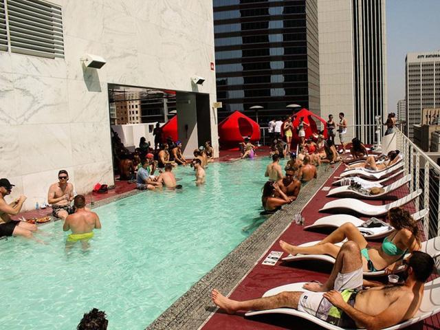 Những khách sạn có hồ bơi ấn tượng nhất hành tinh - Ảnh 1.